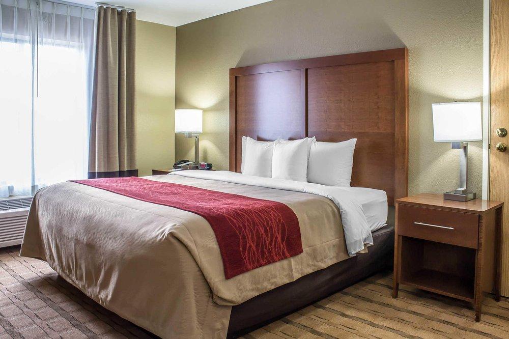 Comfort Inn & Suites: 2025 Werner Ave NE, Cedar Rapids, IA