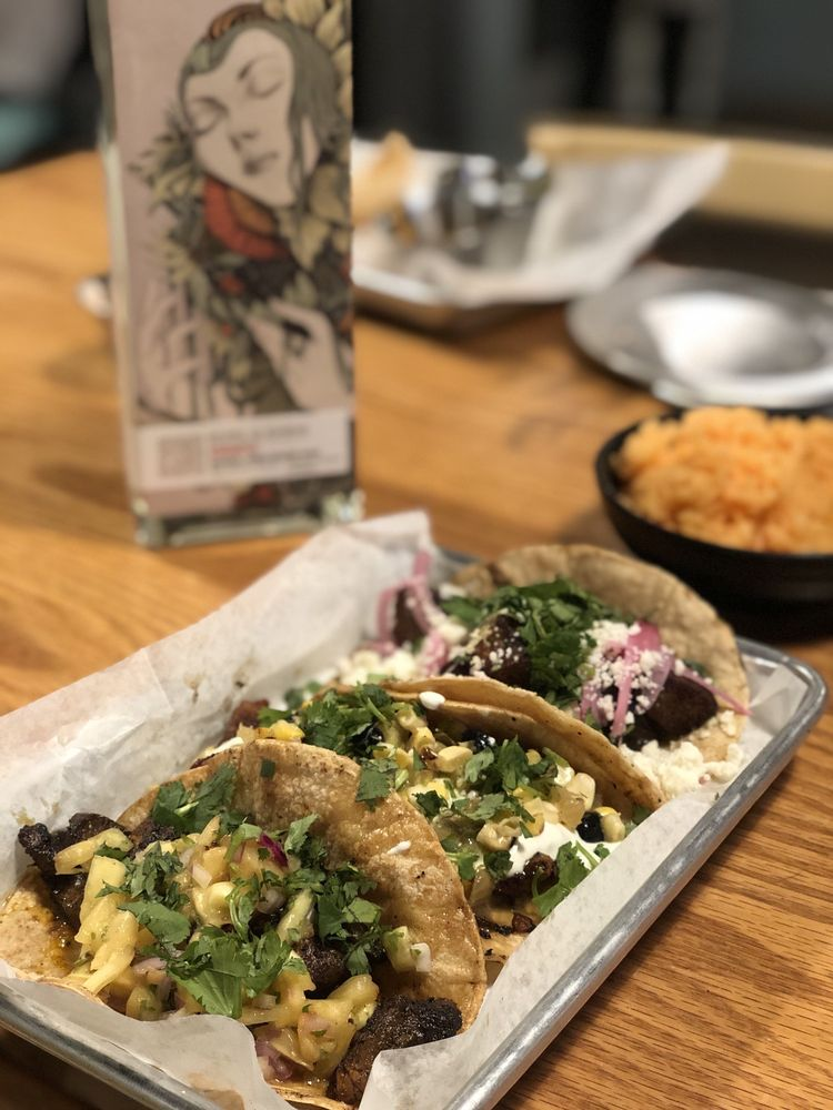 Taco + Bar: 220 W 8th St, Holland, MI