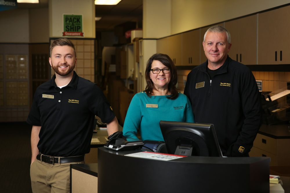 The UPS Store: 5455 Gull Rd, Kalamazoo, MI