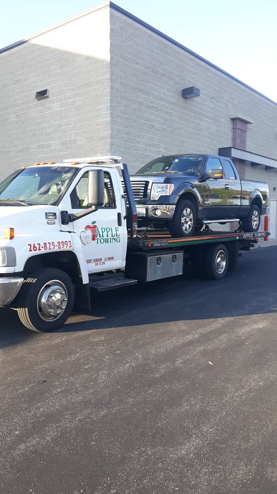 Apple Towing: 296 N 2920 Franciscan Rd, Pewaukee, WI