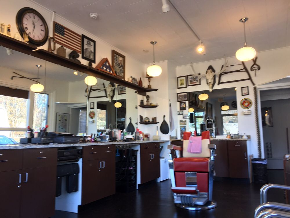 Rolands Old School Barber Shop: 7 Shapleigh Rd, Kittery, ME