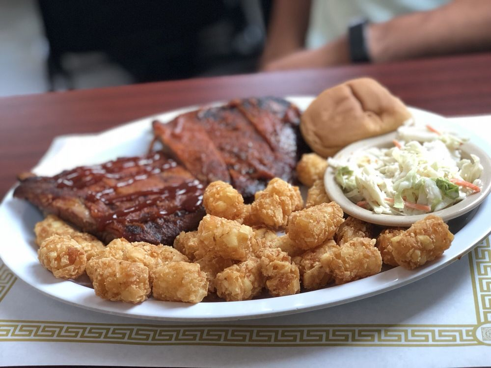 Smokin' Buckeye BBQ: 811 W Findlay St, Carey, OH