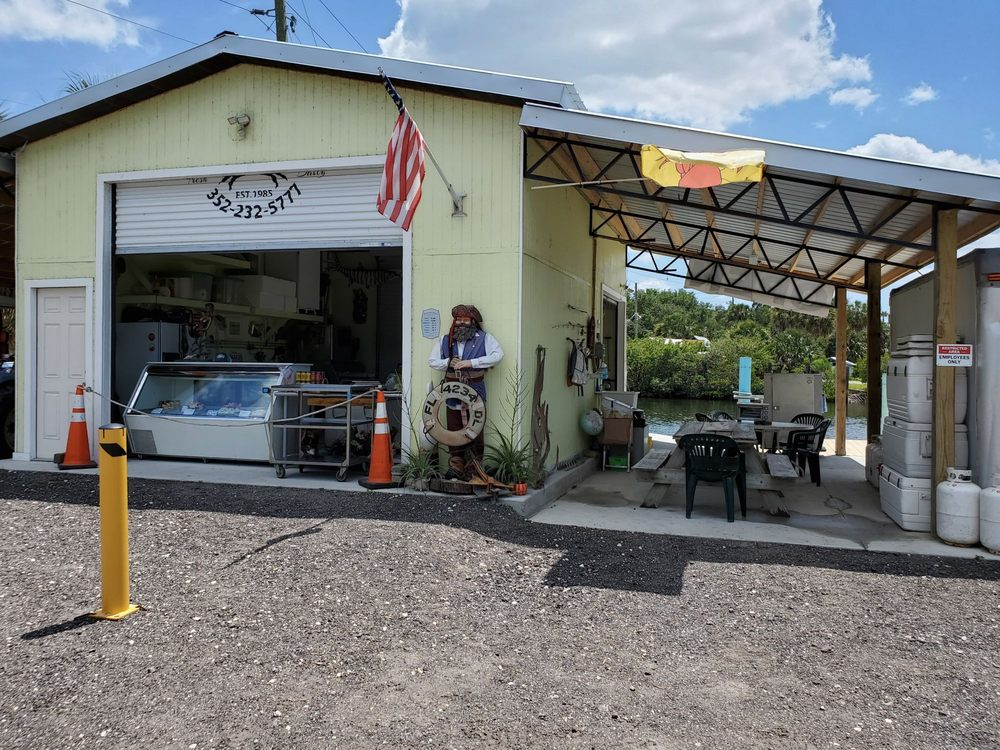 Aripeka Stone Crab Company: 3080 Sunset Vista Dr, Spring Hill, FL