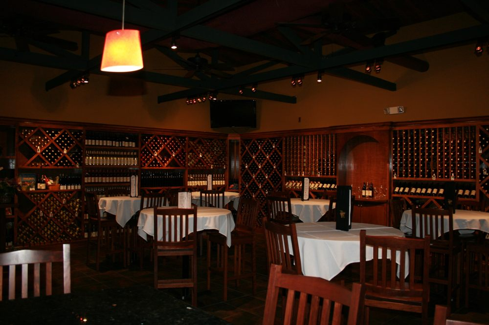 L'uva Bella Winery: 6597 Center Rd, Lowellville, OH