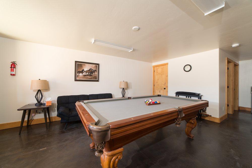Cozy Oak Cabin Suites: 2620 N Oak Ridge, Alton, UT