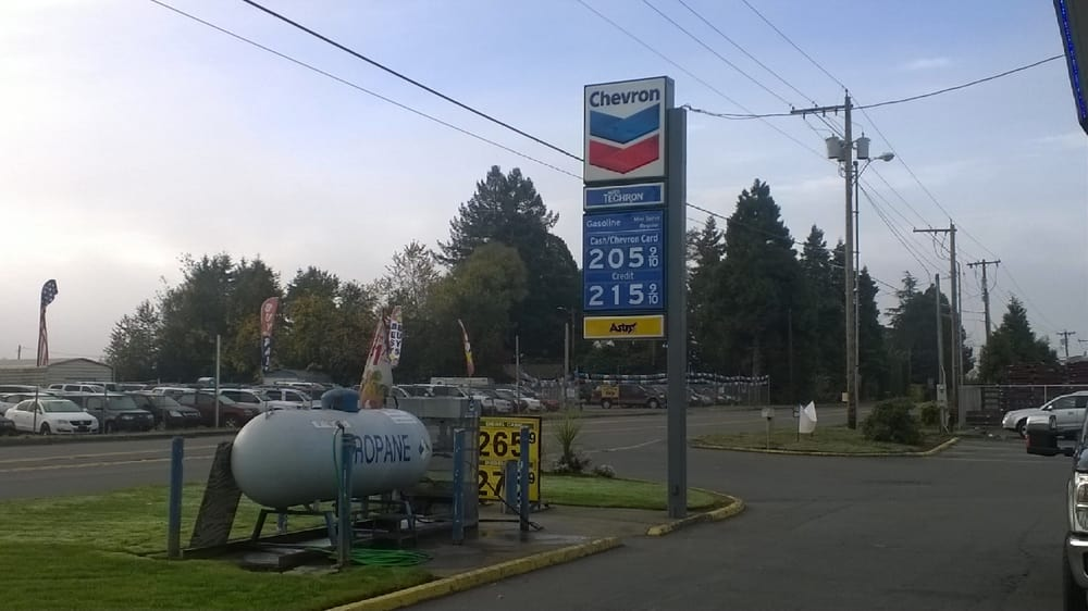 Chevron: 8975 Portland Rd NE, Brooks, OR