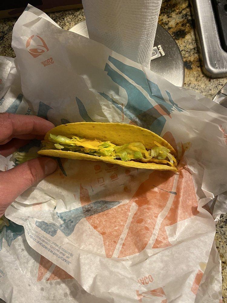 Taco Bell: 1621 South Main Street, Grove, OK