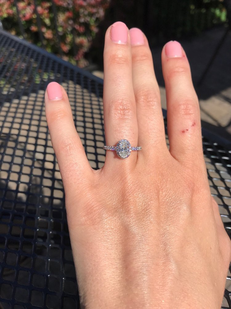 Becker's Diamonds & Fine Jewelry - Old Saybrook: 105 Elm St, Old Saybrook, CT