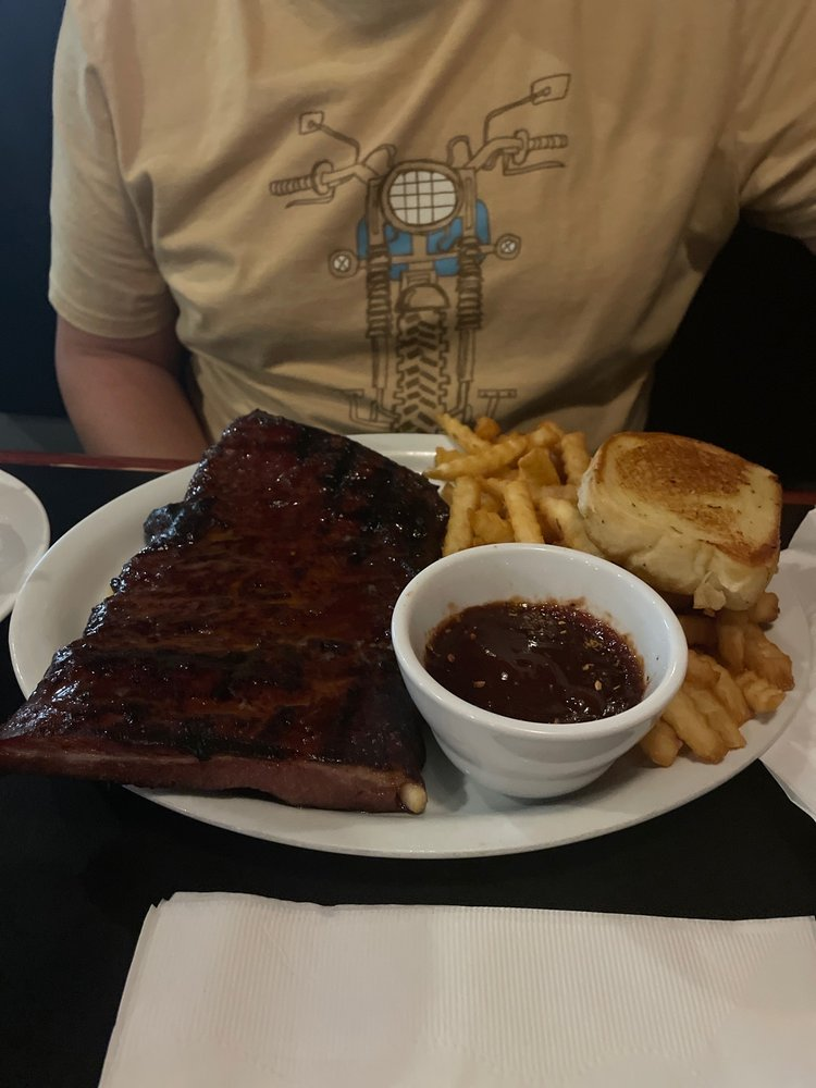 Langer's Bar & Grill: 207 8th St, Sheldon, IA