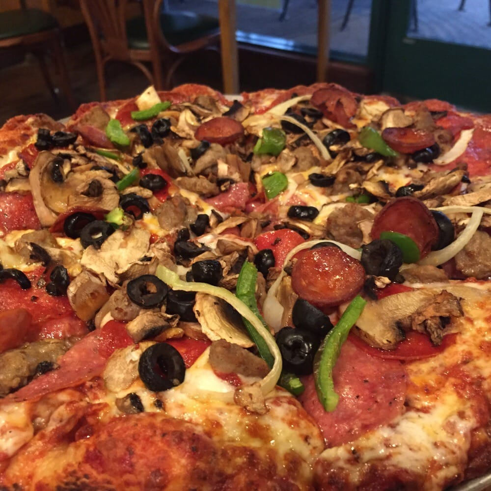 Round Table Pizza: 29 Photos & 146 Reviews