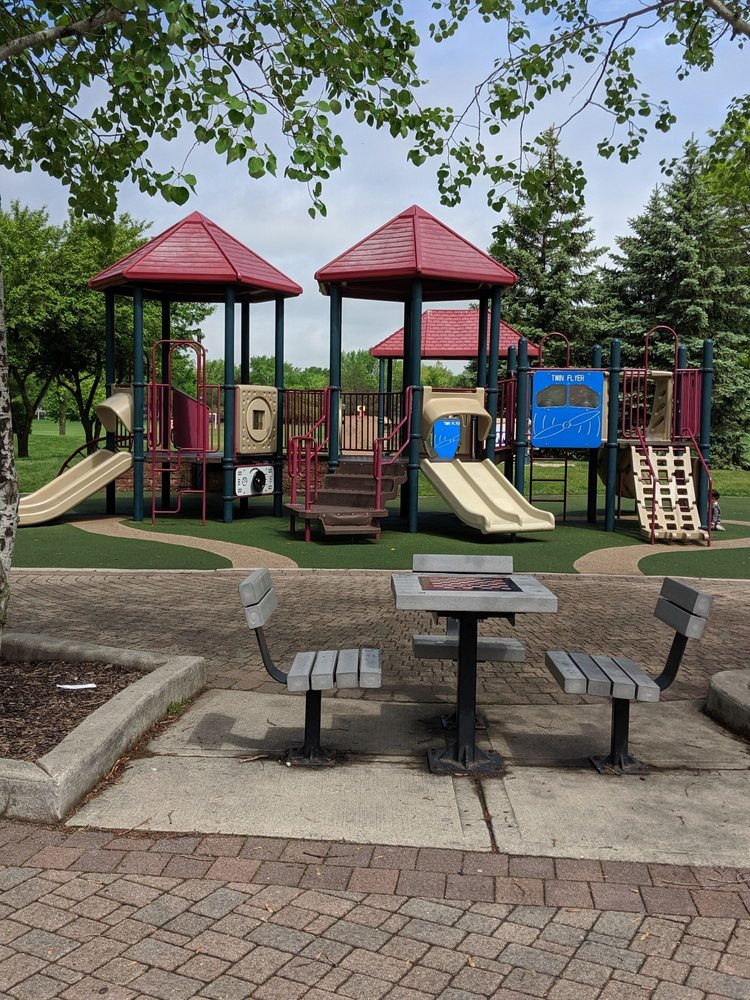 Willow Stream Park: 651 Old Checker Rd, Buffalo Grove, IL