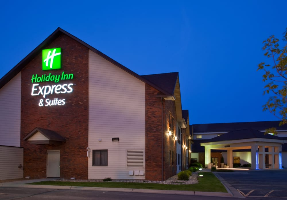 Holiday Inn Express & Suites Watertown: 3901 9th Ave SE, Watertown, SD