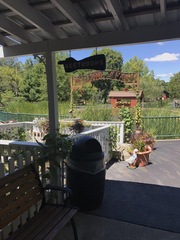 Fond Du Lac Farm Park: 305 Neumann Dr, East Peoria, IL