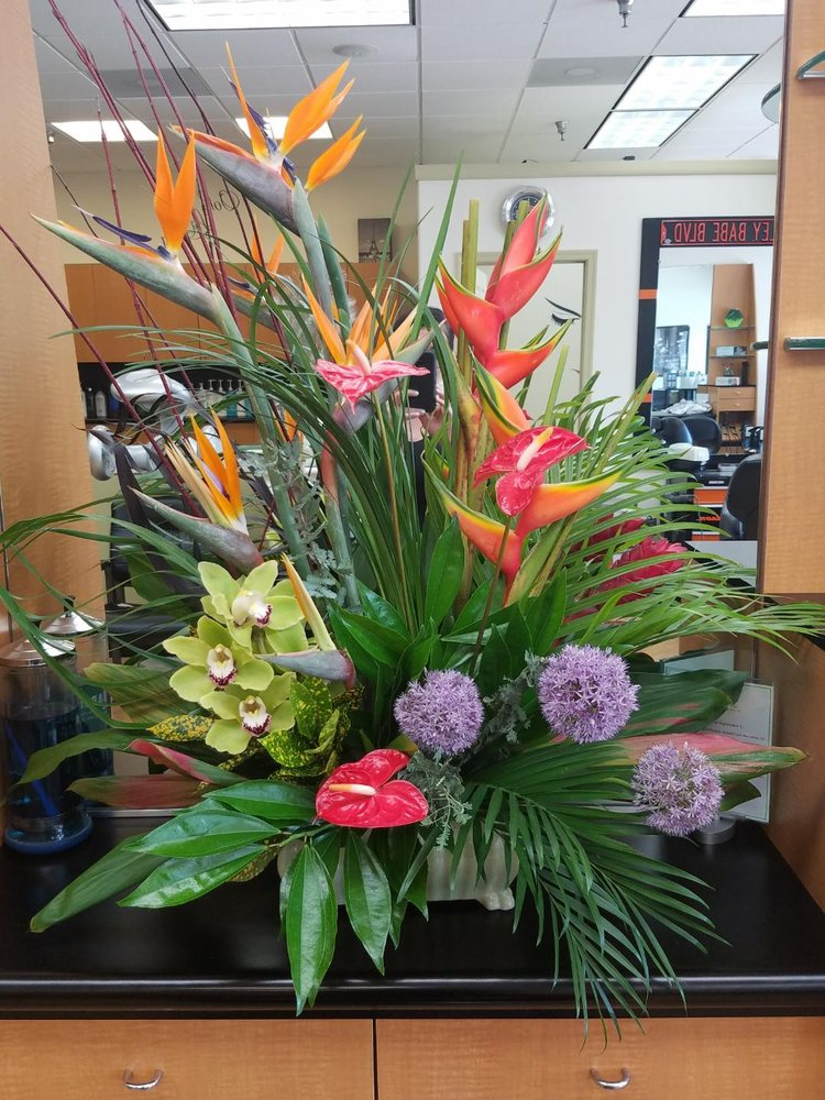 Floral Expressions: 7914 Southern Maryland Blvd, Owings, MD