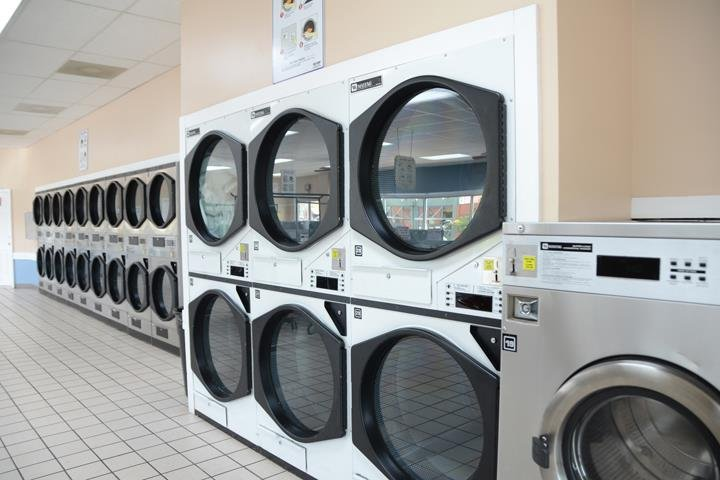 B & C Coin Laundry - Winchester: 106 2nd Ave NW, Winchester, TN