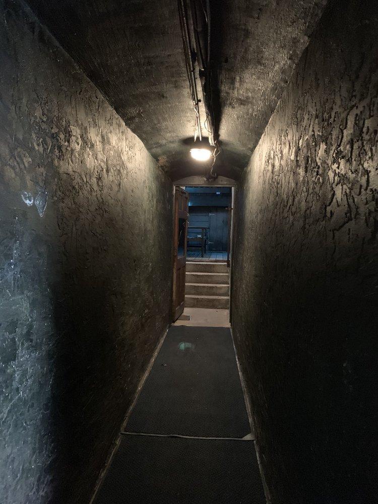 Haunted Pub Crawl: 8 Market St, Wilmington, NC