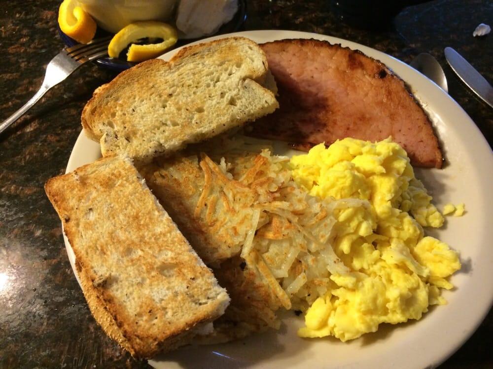 Mama's Country Kitchen: 730 E Cayuga St, Bellaire, MI