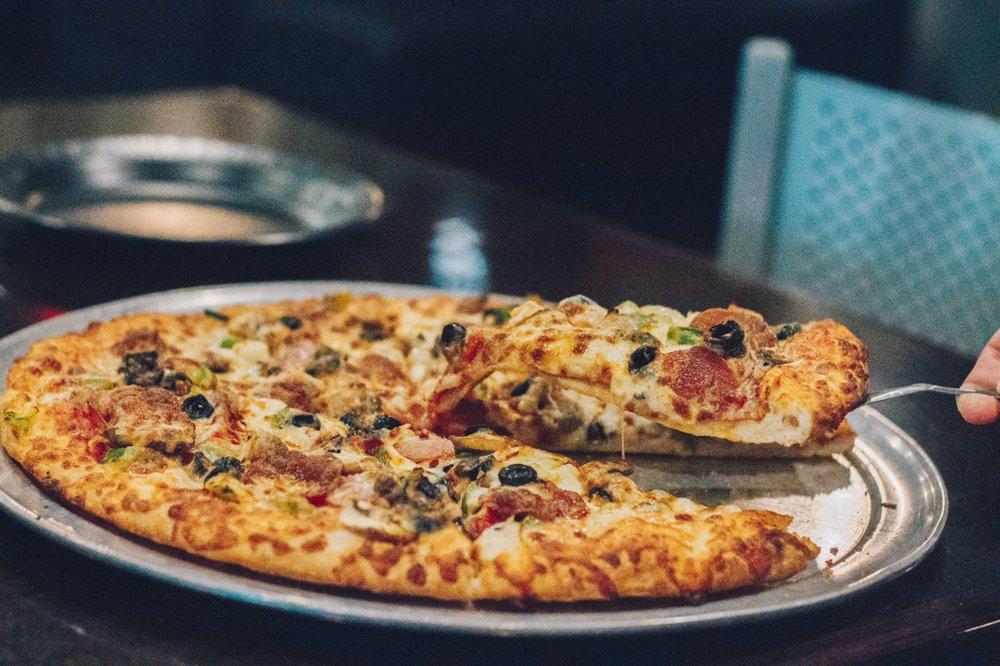 Martel's Pizza: 706 Walnut St, Murphysboro, IL