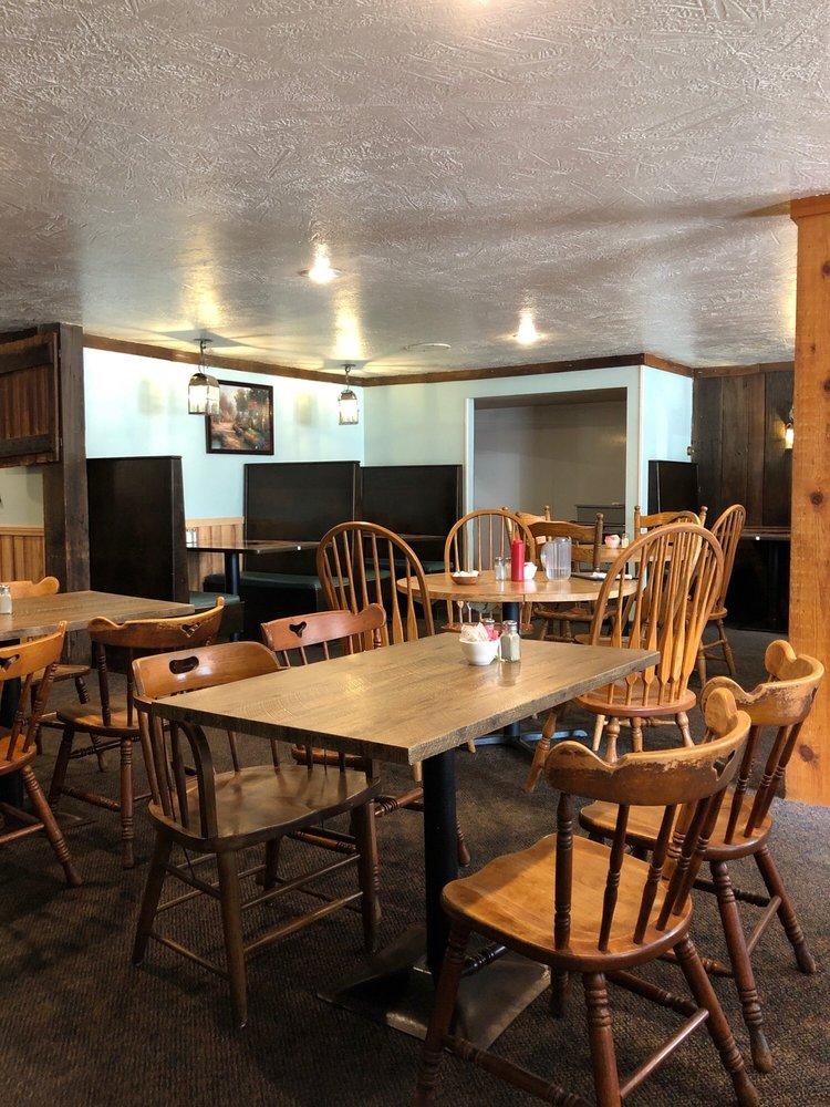 Heck's Restaurant: 610 E Park Ave, Columbiana, OH