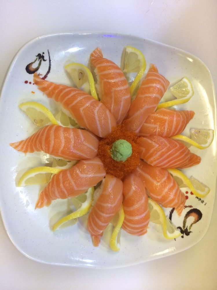 Sushi Brothers: 111 N Arney Rd, Woodburn, OR