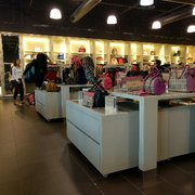 burbery outlet zp4i  Photo of Burberry Factory Outlet