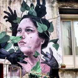 Foto di Giardino Liberato di Materdei , Napoli, Italia. Le mani sulla città  (