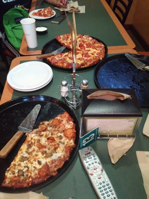 Round Table Pizza Oakland Grand Ave.Round Table Pizza Order Food Online 67 Photos 278 Reviews