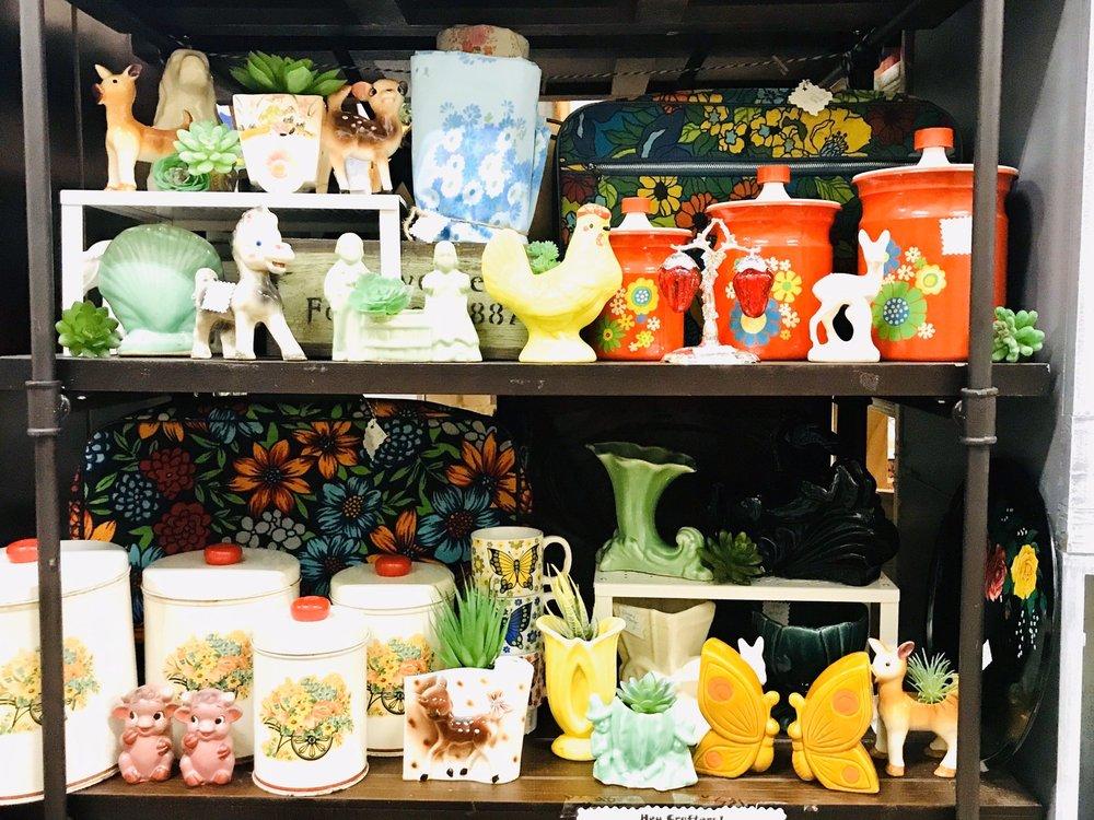 Pinky's Place - Antique & Artisan Market: 4790 Alpine Ave NW, Comstock Park, MI