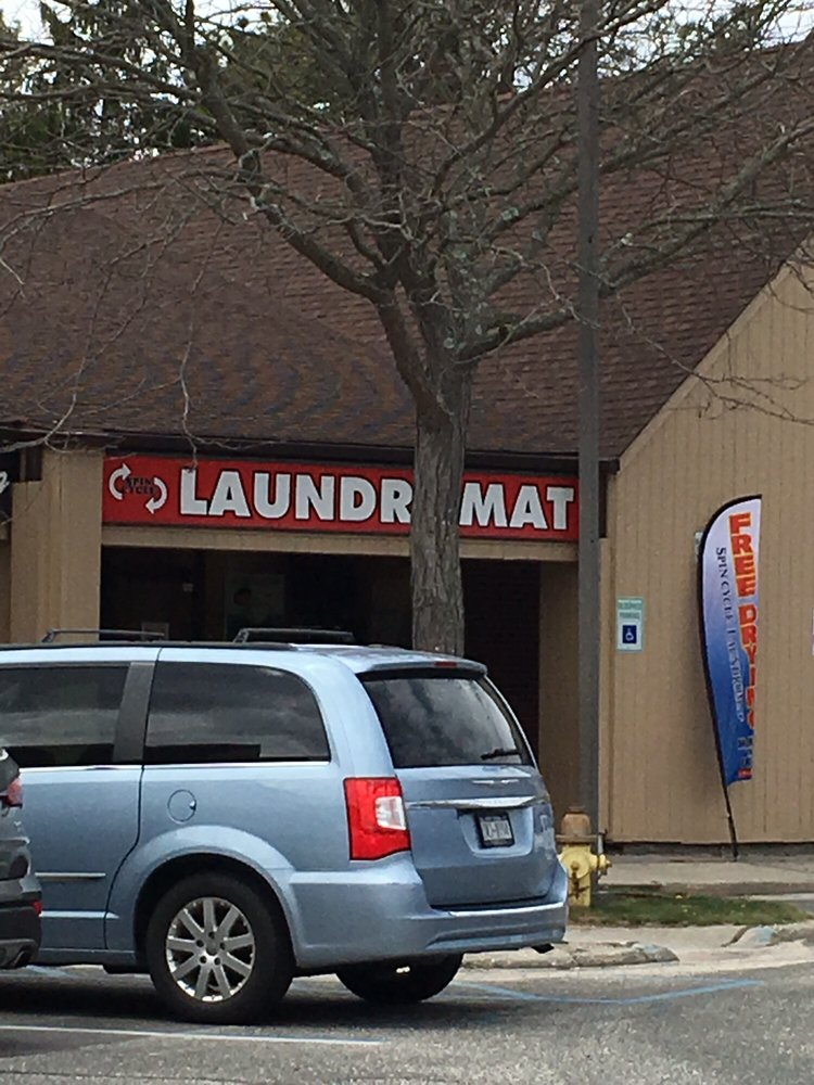 Spin Cycle Laundromat: 480 Patchogue Holbrook Rd, Holbrook, NY