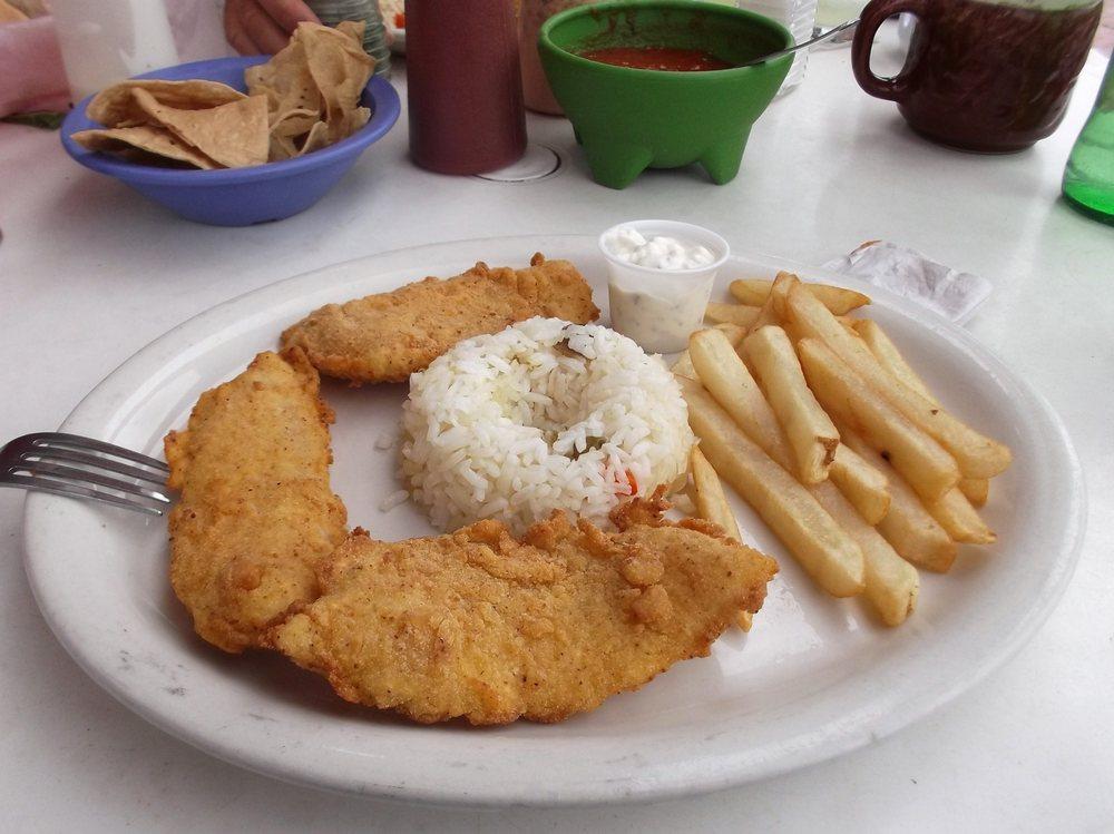 Chuy's Red Snapper: Av. Benito Juárez 320, Nuevo Progreso, TAM