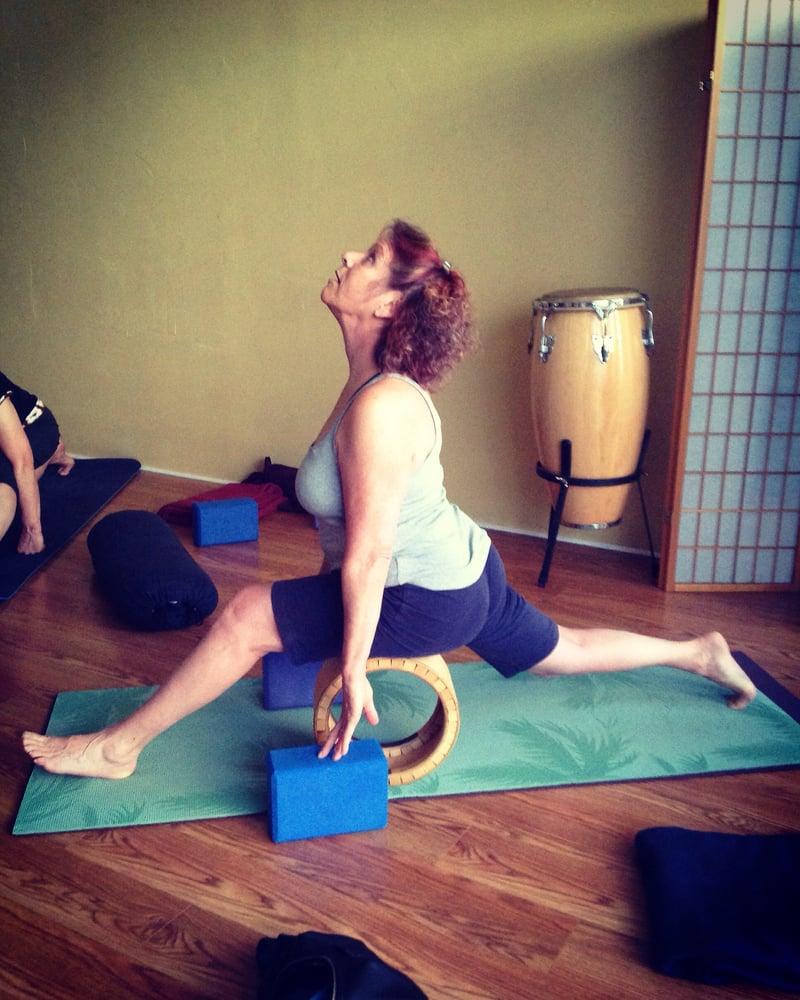 Ahimsa yoga 19 foto yoga 108 w green st ithaca ny for Cama quinsay
