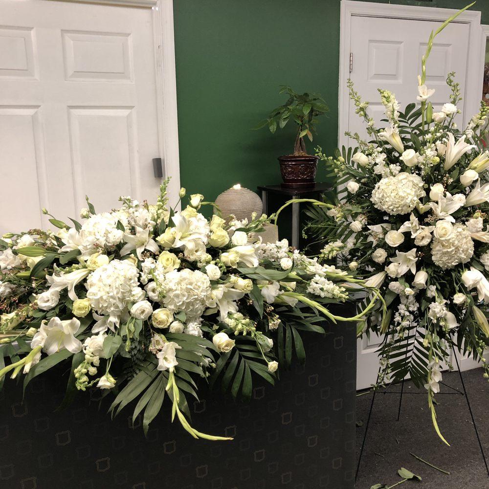 Geno's Flowers: 114 W Broad St, Falls Church, VA