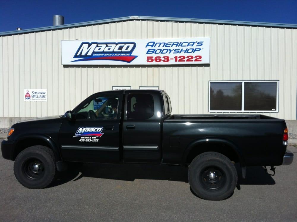 Maaco Auto Body Repair Shop Car Painting Closed Body