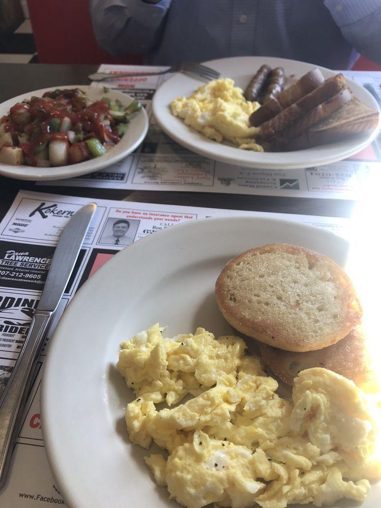Dave's Diner: 390 Brunswick Ave, Gardiner, ME