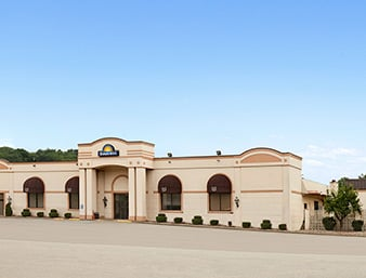 Days Inn by Wyndham Butler Conference Center: 139 Pittsburgh Rd, Butler, PA