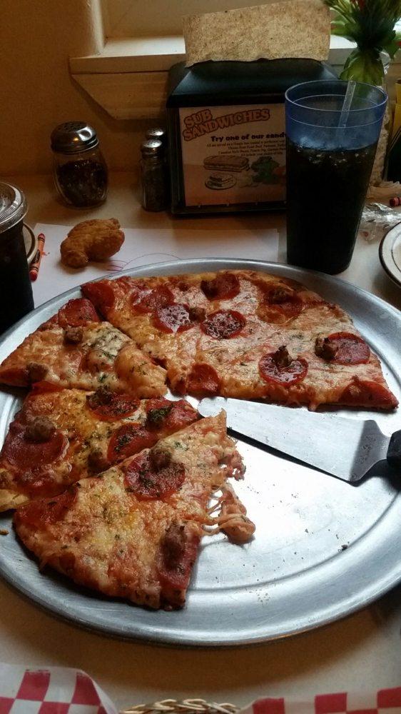 Maxie's Pizza & Pasta of Kimberly: 626 Main St N, Kimberly, ID