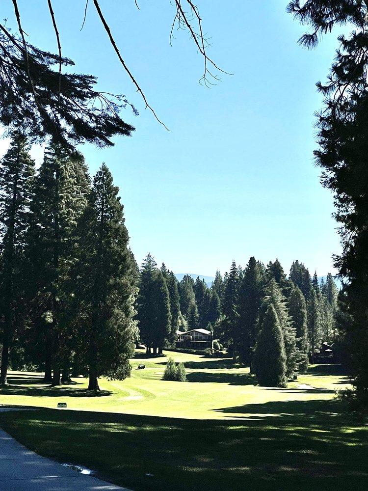 Lake Almanor Country Club: 501 Peninsula Dr, Lake Almanor, CA
