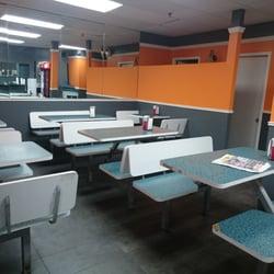 La poutinerie 16 photos fast food qu bec qc canada for Salle a manger yannick