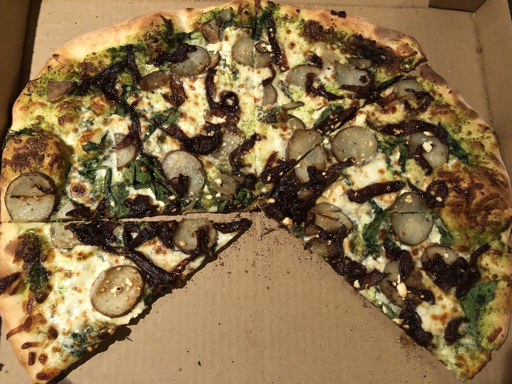 Pie For The People! Pizza di Circo: 58960 29 Palms Hwy, Yucca Valley, CA