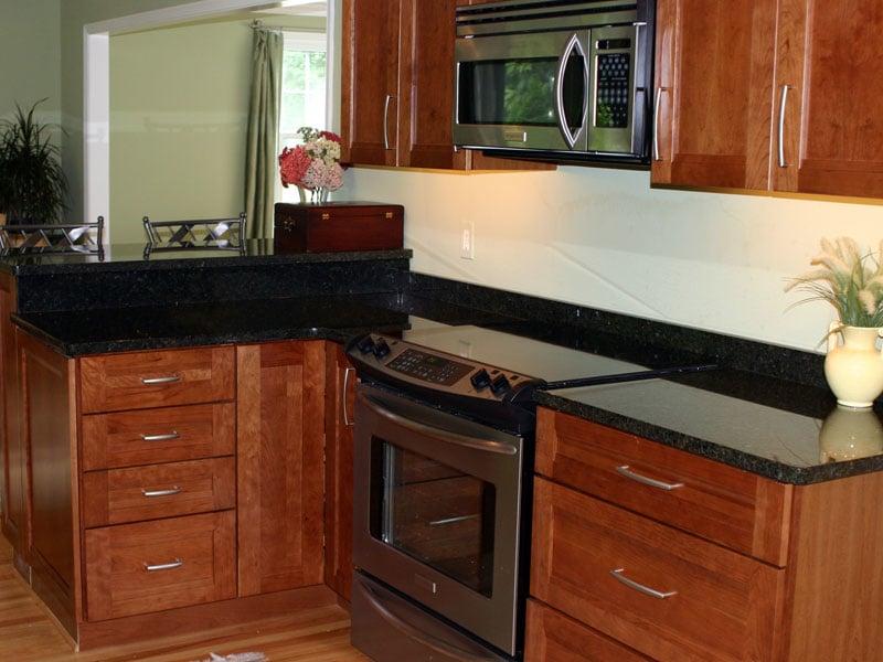 Matteo family kitchens flooring yelp for Kraftmaid closet systems
