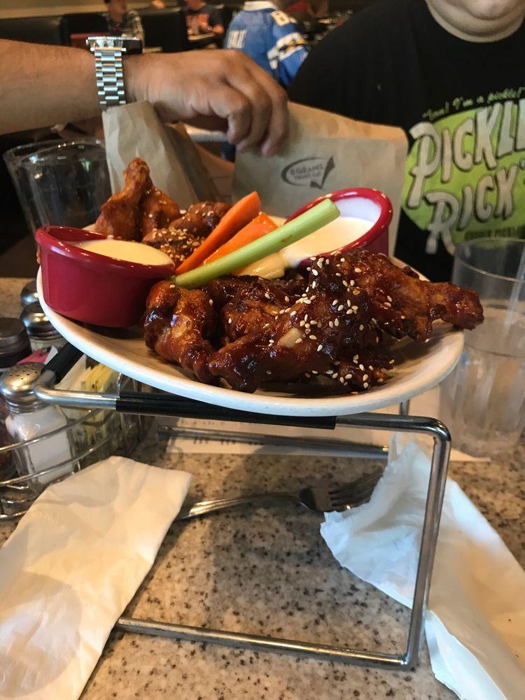 Draughts Restaurant & Bar: 398 N Moorpark Rd, Thousand Oaks, CA
