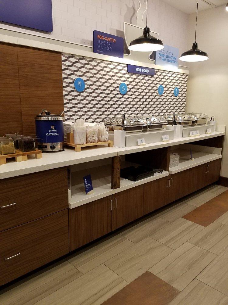 Holiday Inn Express & Suites Altoona: 115 Convention Center Dr, Altoona, PA