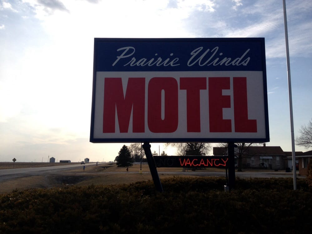 Prairie Winds Motel: 1764 E US Highway 136, Carthage, IL
