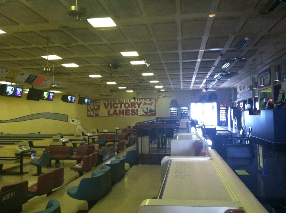 Victory Lanes: 1801 W Station St, Kankakee, IL