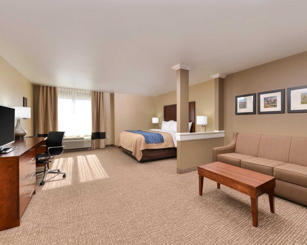 Comfort Inn & Suites Mandan - Bismarck: 1516 27th St NW, Mandan, ND