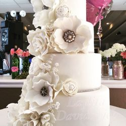Offers Takeout And Delivery Laylitas Edible Art Cakes