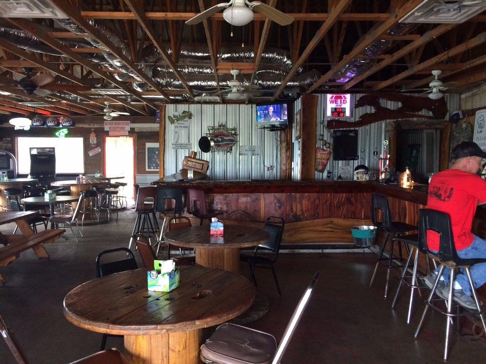Tradinghouse Bar & Grill: 4553 Lake Felton Pkwy, Axtell, TX