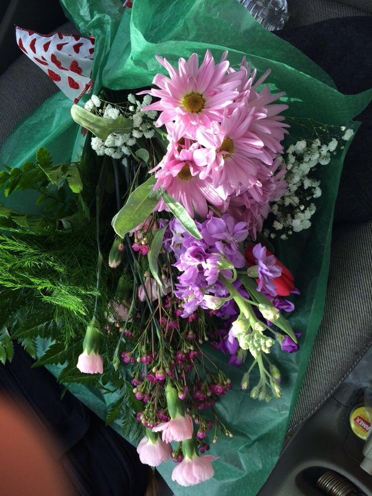 Candle Shoppe Florist: 23 3rd Ave, Chapmanville, WV