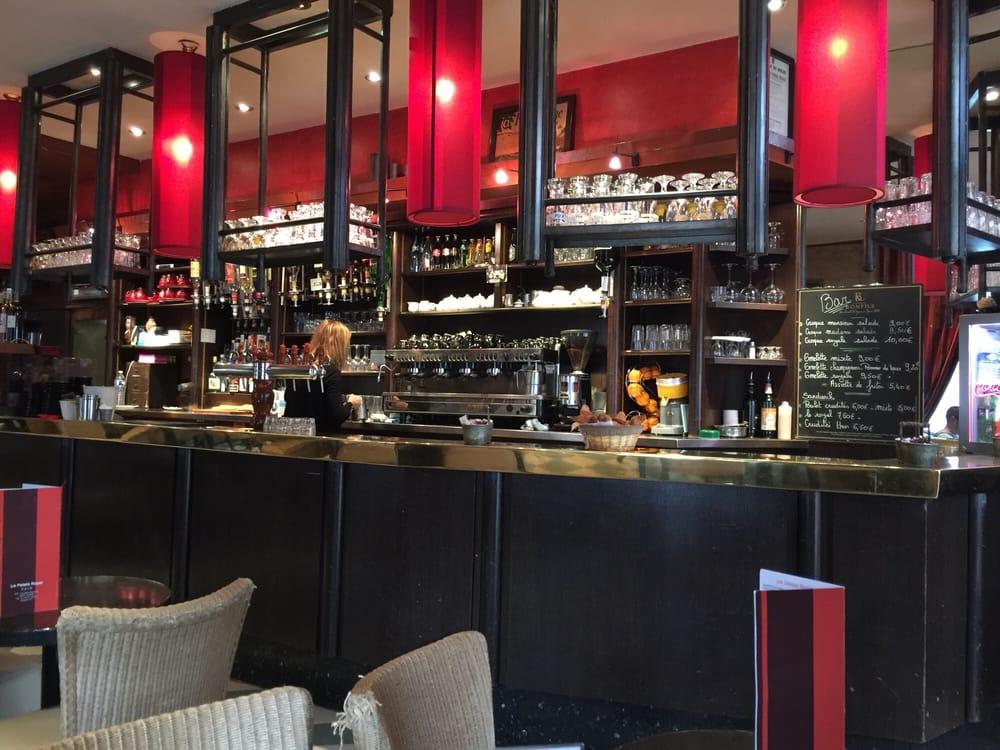 Caf Ef Bf Bd Pris Dans Un Bar
