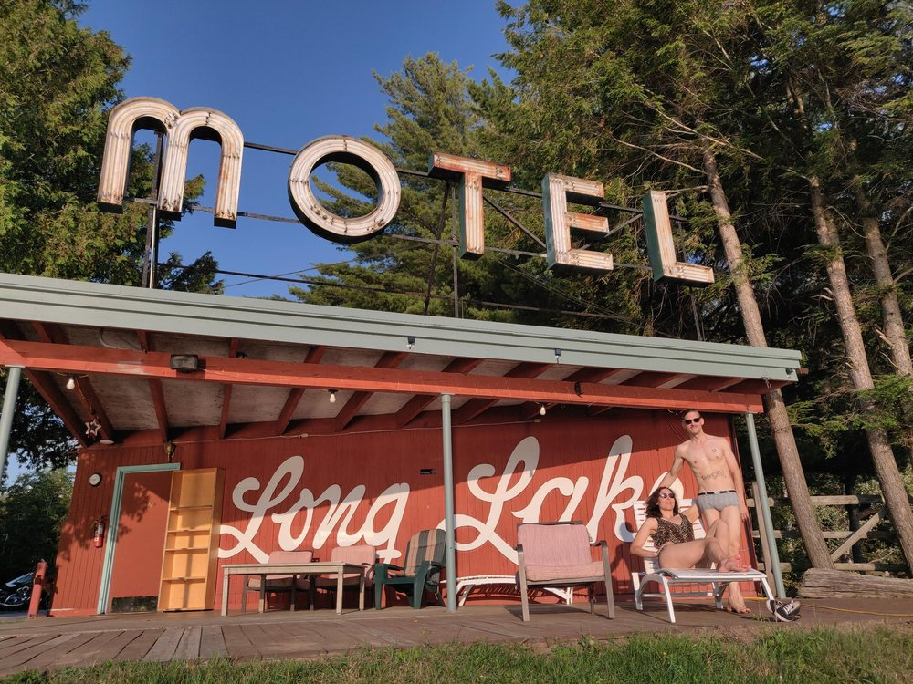 MOTEL LONG LAKE & COTTAGES: 51 Dock Ln, Long Lake, NY